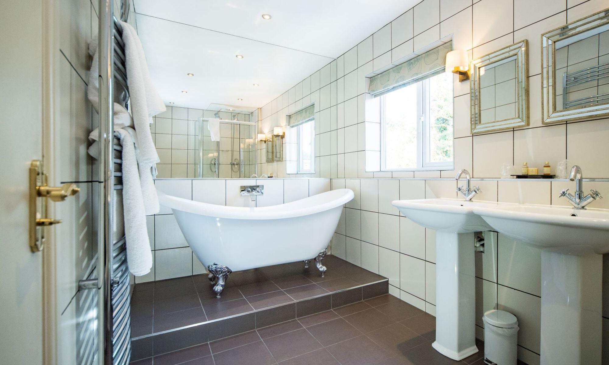 Henley-Suite-Bathroom-4