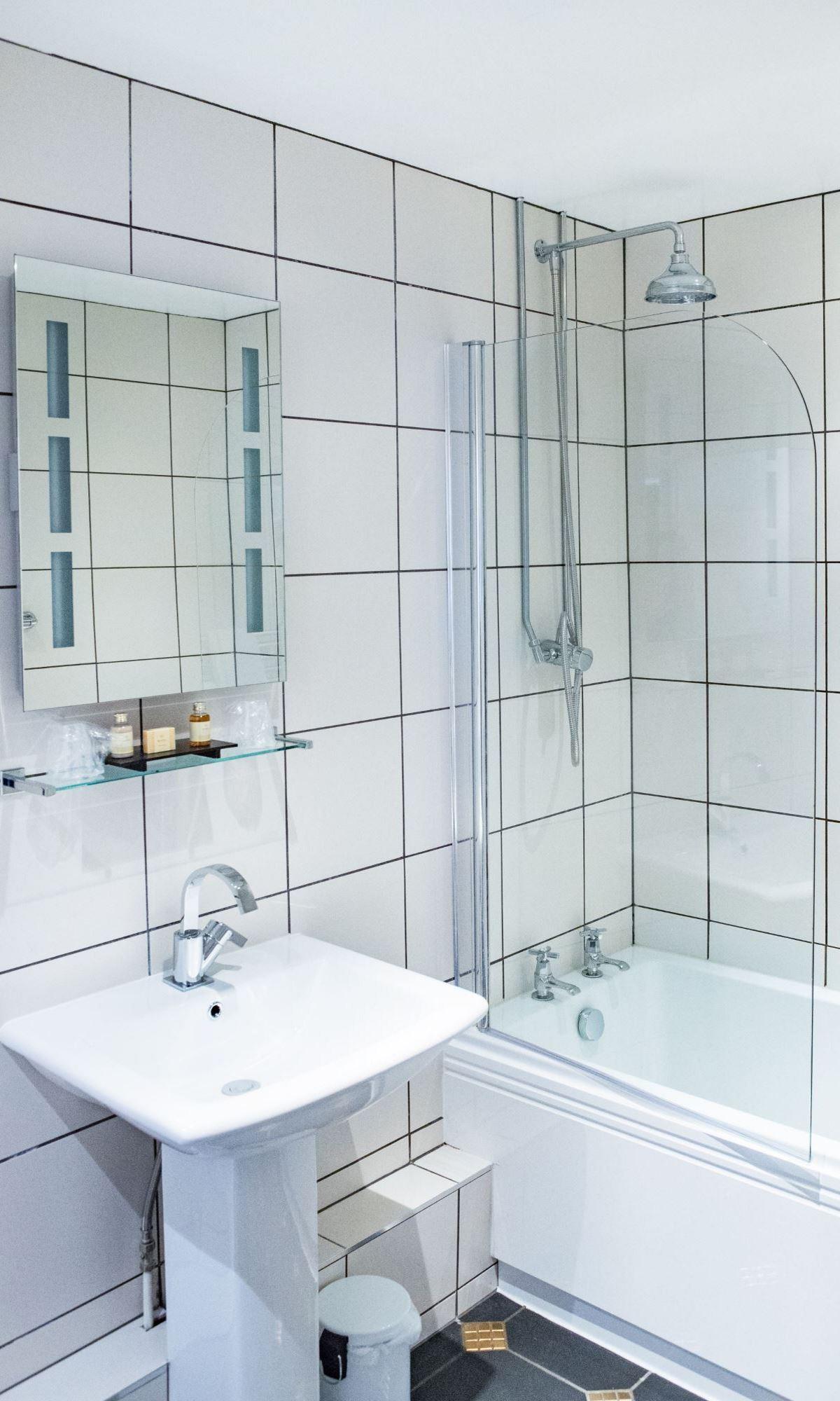 Shakespeare-Suite-Bathroom-2