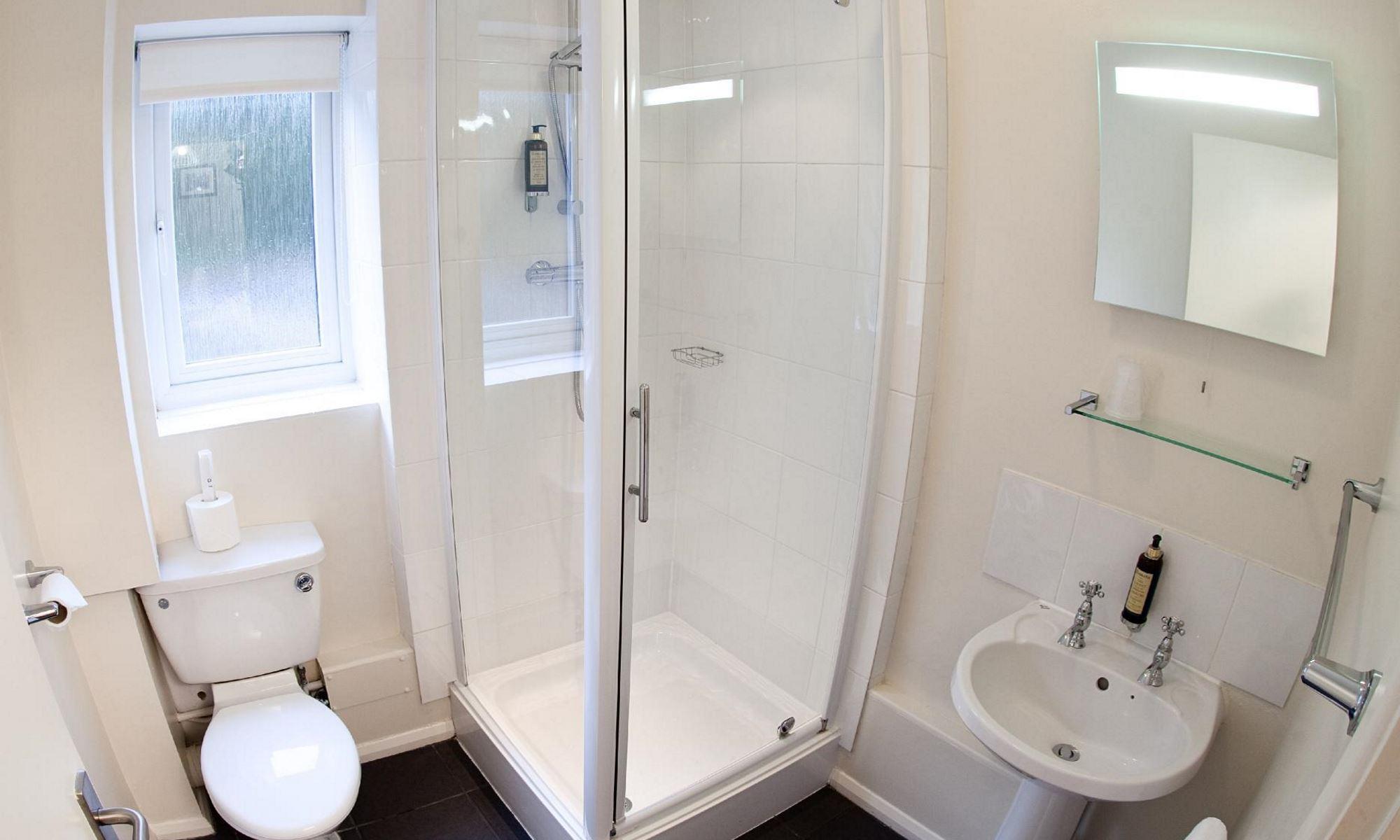 Standard-Room-Bathroom-1