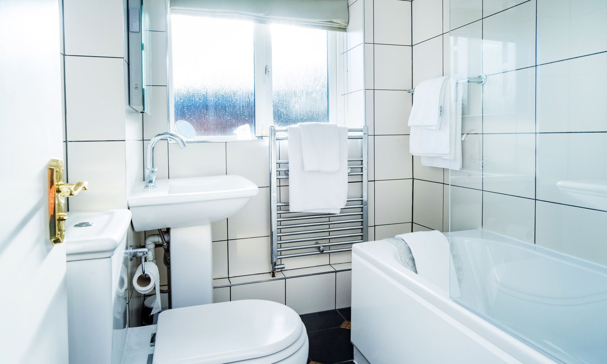 Stratford-Suite-Bathroom-1